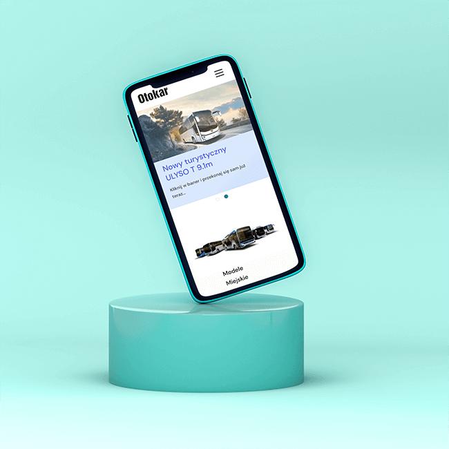 Telefon z widocznym projektem strony internetowej dla Otokar Polska